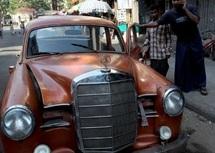 Les tacots rouillés de Birmanie sur le chemin de la casse