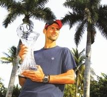 Novak Djokovic sur un nuage avant la terre