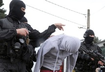 A moins de trois semaines de la présidentielle :Arrestations sur fond de tapage médiatique en France