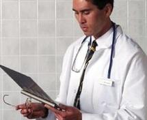 Porter une blouse blanche de médecin vous rend plus attentif et efficace