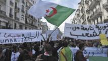 Les étudiants algériens dans la rue malgré le décès du général Gaid Salah