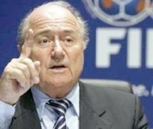 """Projet """"GOAL"""" : Blatter inaugure deux terrains revêtus de gazon synthétique"""