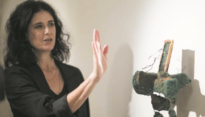 L'artiste Houda Terjuman expose sa nouvelle collection de toiles et de sculptures à Marrakech