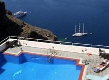 L'île grecque de Santorin essaie d'ignorer la crise
