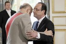 7ème président de la Vème République : François Hollande prend officiellement ses fonctions