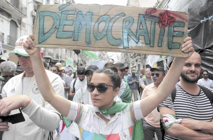 """Pour HRW, la répression du """"Hirak"""" se poursuit depuis la présidentielle algérienne"""