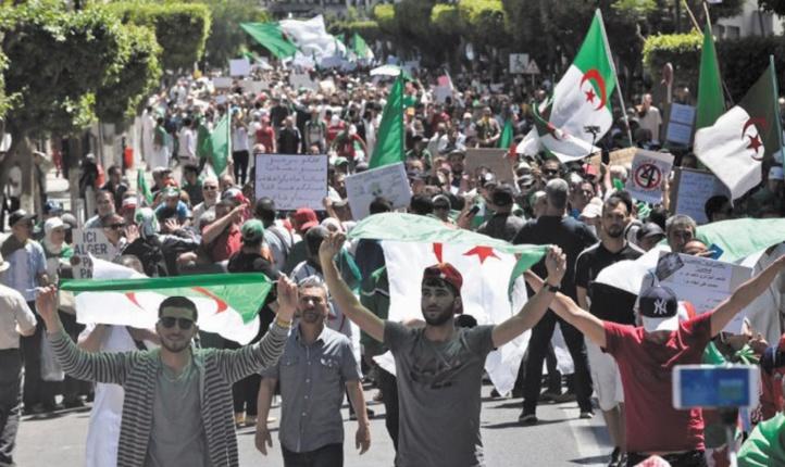 En Algérie, les réseaux sociaux, garants de la mémoire d'une contestation inédite