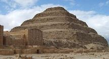 Les pyramides égyptiennes de Saqqara se languissent des touristes