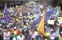 Des centaines de milliers de citoyens unis dans leurs slogans et revendications : La grande marche de la dignité