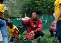 Michelle Obama jardine à la Maison Blanche et en a fait un livre