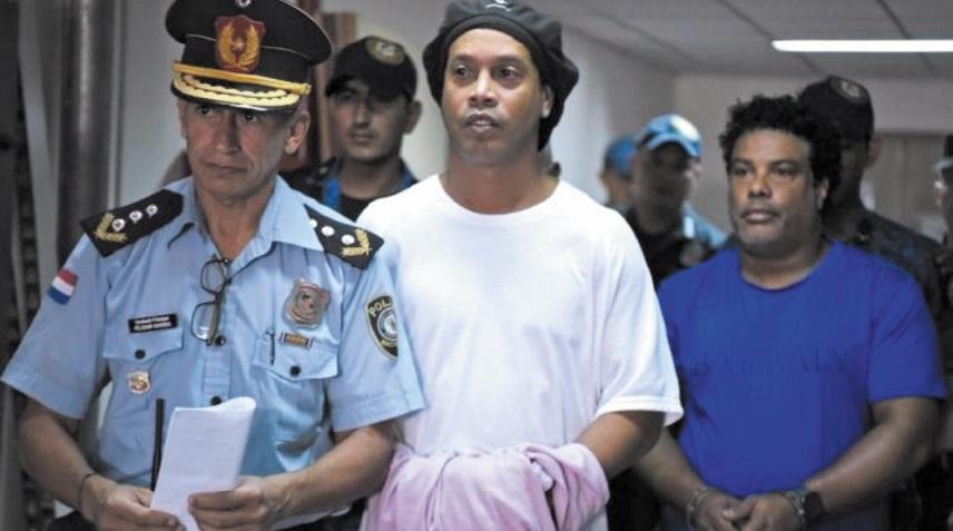 Ronaldinho passe sa troisième nuit derrière les barreaux