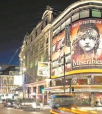 Dans le West End à Londres, le spectacle continue pendant la pandémie