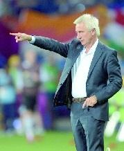 """Van Marwijk: """"On a encore une chance"""""""