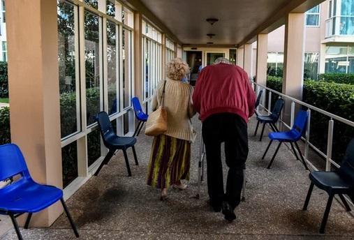 """Les maisons de retraite en Europe, """"bombes à retardement"""""""