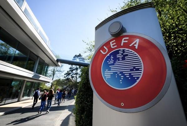 L'UEFA formalise le report des finales de C1 et C3