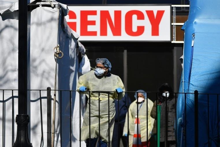 L'épidémie fait des ravages en Europe et enfle aux Etats-Unis