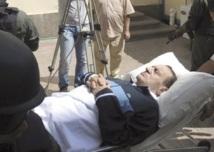 Création d'un Conseil de défense nationale par les militaires : Hosni Moubarak dans le coma