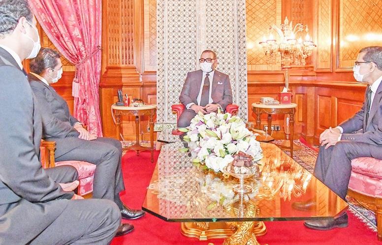 S.M le Roi reçoit Saaid Amzazi et Othman El Firdaous