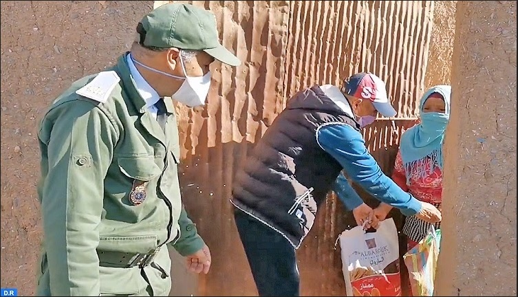 Distribution de denrées alimentaires aux familles nécessiteuses de Youssoufia