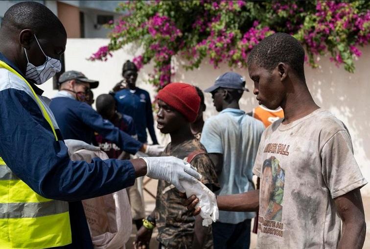 Au Sénégal, des enfants des rues cherchent à échapper au coronavirus loin de Dakar