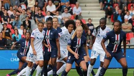 La menace du Covid-19 sur le foot féminin