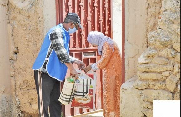 Distribution de produits alimentaires aux nécessiteux de Sidi Ifni