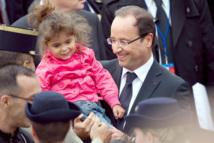 14 juillet: Hollande s'offre un bain de foule dans les jardins de l'Elysée