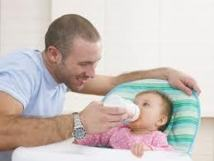 Le comportement de l'enfant lié aux contacts précoces père-bébé