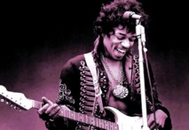 Portrait : Jimi Hendrix, The Gold Fingers