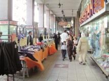 Les commerces saisonniers fleurissent à l'approche de l'Aïd : Les magasins de vêtements pour enfants pris d'assaut par les clients