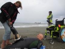 Nager au-delà des frontières : La victoire de deux hommes d'un autre monde