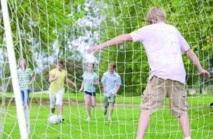 Les sports collectifs plus efficaces contre l'obésité ?