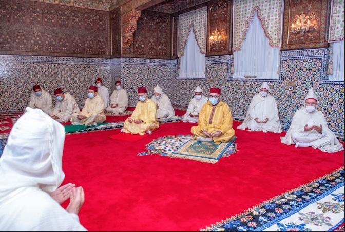 S.M le Roi accomplit la prière de l'Aïd Al-Fitr