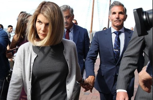 ​Lori Loughlin plaide coupable et passe par la case prison