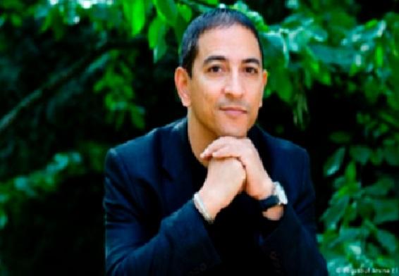 Youssouf  Amine  Elalamy  lauréat du  prix Orange  du livre  en Afrique