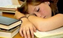 Les ados connectés perdent une heure de sommeil par nuit