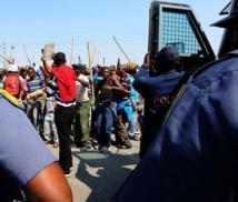 Afrique du Sud : Affrontements entre police et mineurs grévistes