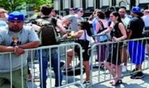 Pourquoi les gens font-ils la queue devant les magasins Apple ?