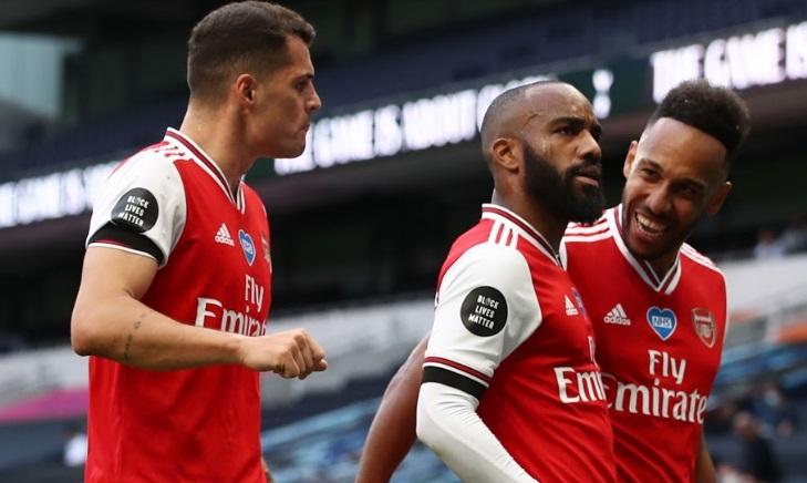 Premier League : Leicester surpris, Arsenal doublé