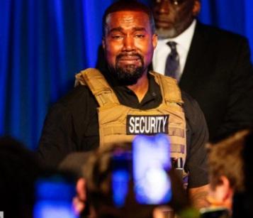 Kanye West fond en larmes pour son premier meeting