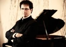 """Marouan Benabdellah: """"Au piano, je vis ma passion et continue à chercher la vérité qui se trouve dans la partition"""""""