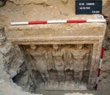 Egypte : Découverte d'une tombe datant de 2500 ans avant J-C