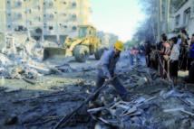 Israël poursuit ses attaques sur Gaza: Eventuelle incursion terrestre et mince perspective d'une trêve
