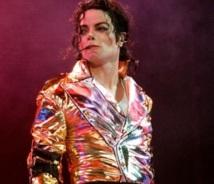 People : L'assistant de Michael Jackson réclame 7,5 millions de dollars