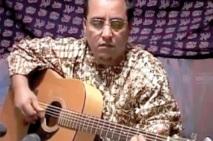 Son frère jumeau Najem Allal est toujours retenu de force : Béchir R'Guibi réclame la relaxe du chantre de la liberté dans les camps de Tindouf