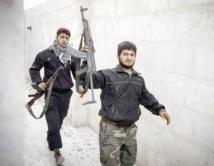 Pas de répit dans les violences en Syrie : Londres reconnaît la nouvelle coalition de l'opposition