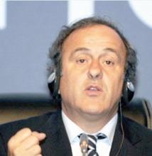 """Michel Platini, président de l'UEFA : """"On aurait peut-être besoin de la vidéo pour le hors-jeu"""""""