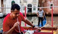 Sur les eaux du Grand Canal à Venise, le verre de Murano fait sa pub