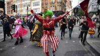 Menacé par le Covid-19, le monde du spectacle manifeste à Londres