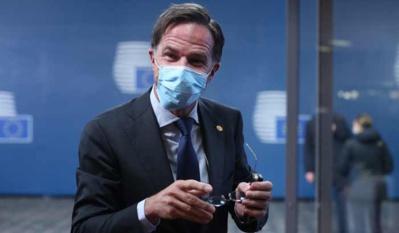 Les Néerlandais adoptent le masque
